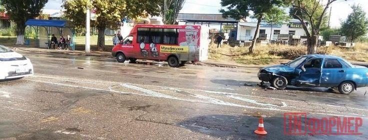 """В Керчи злоумышленник заставил маршрутку протаранить машину с детьми http://ruinformer.com/page/v-kerchi-zloumyshlennik-zastavil-marshrutku-protaranit-mashinu-s-detmi  27 сентября появилась информация о том, что накануне вечером в Керчи произошло ДТП, в котором пострадали дети, повреждены два автомобиля.По словам свидетелей происшествия, перед пешеходным переходом """"Газель"""" подрезала иномарка тёмного цвета. В результате микроавтобус, чтобы не наехать на людей, свернул на встречную полосу…"""