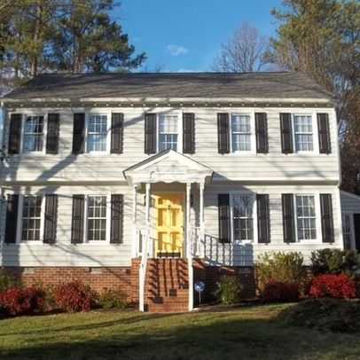 White House Navy Shutters Yellow Front Door What Color Would Look Best With Vinyl Siding And Parkway Blvd Pinterest Doors