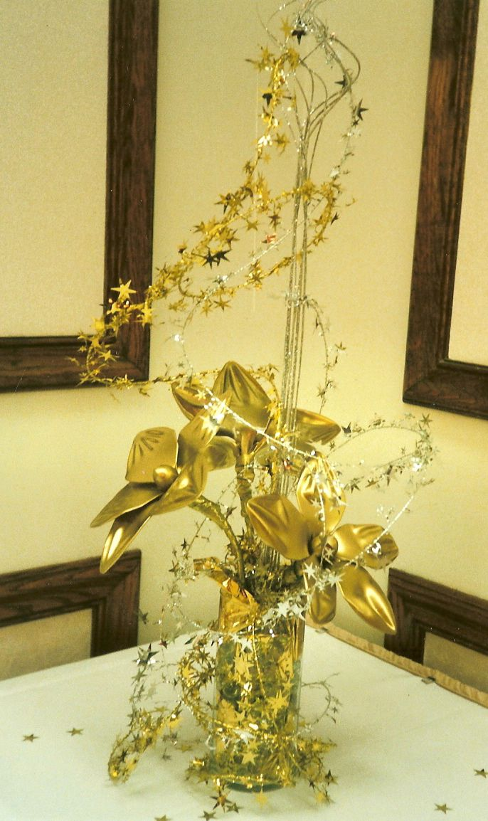 Th birthday star theme party gold table