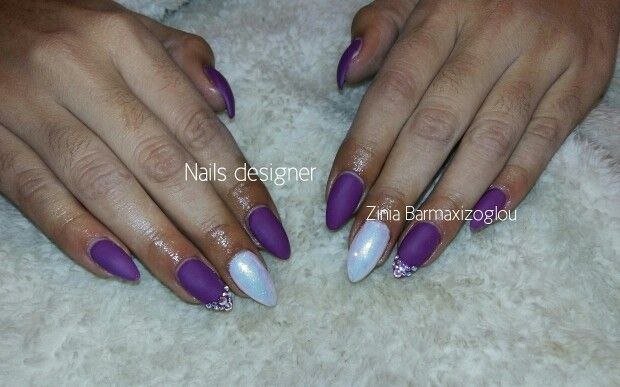 Purple gel nails mat with mermaid effect