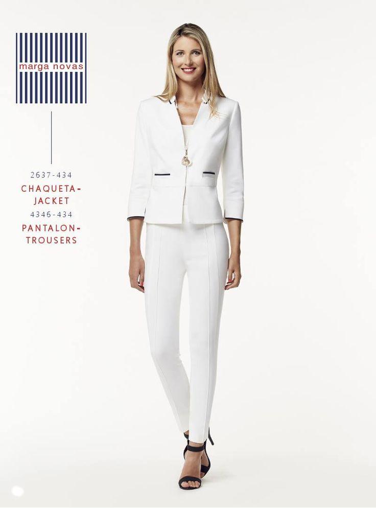 Un traje de #chaqueta y #pantalón en blanco forma parte de todo fondo de armario estival y desde #marganovas te proponemos este diseño con pantalón pitillo y ribetes contrastados ideal para cualquier ocasión. ☀️