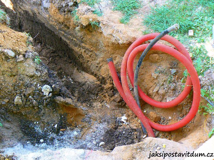 2. ETAPA | ZÁKLADY DOMU | Zhotovení elektroinstalačního a vodovodního systému pro studnu