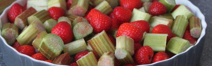 Boeren crumble, met aardbeien en rabarber | Lekker Tafelen