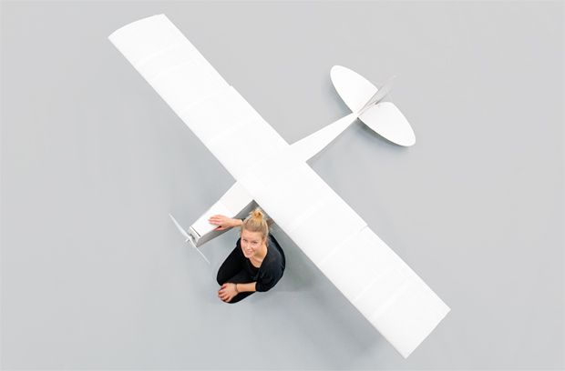 Pappersflygplan © Anna Poijo, Broby Grafiska