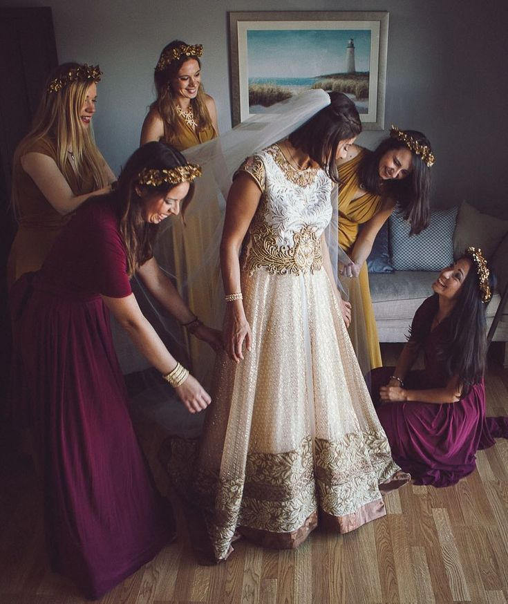 Bridal prep with her ladies! Great bunch of people to hang out with. Im very lucky to do what I do! #bridesmaids #venezuelanbride #irishwedding #visitgalway #wildatlanticway #irishweddingphotographer #onefabday #europeelopement #gettingmarriedin2018 #weddingphotographer