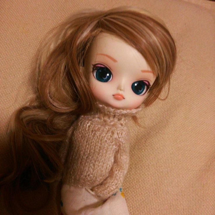 dal maretti with a new wig, knitting,seater