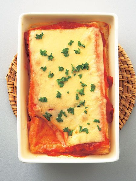 油揚げとトマトは相性抜群。 『ELLE a table』はおしゃれで簡単なレシピが満載!