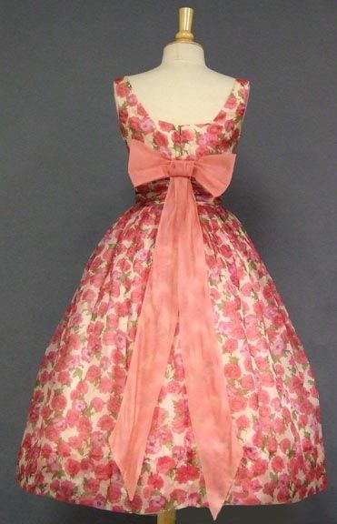My heart skipped a beat l 1950s vintage floral party dress, back detail