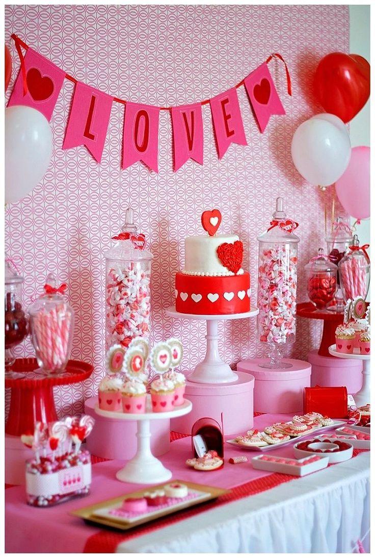 Nice 42 Romantic Valentine Table Decoration Ideas. More at https://homedecorizz.com/2018/01/15/42-romantic-valentine-table-decoration-ideas/