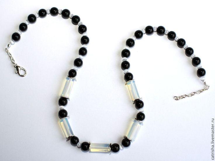 Купить Бусы Кассандра (черно-белое ожерелье, черный агат, молочный опалит) - подарок девушке