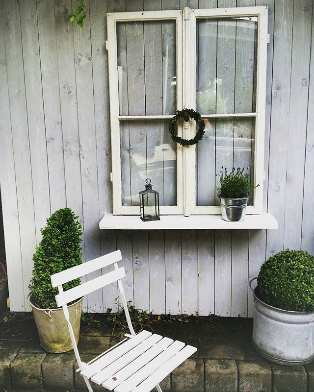 Shabby chic fenster excellent beach shutters louvered furniture shabby chic wall with shutter - Shutter fenster ...
