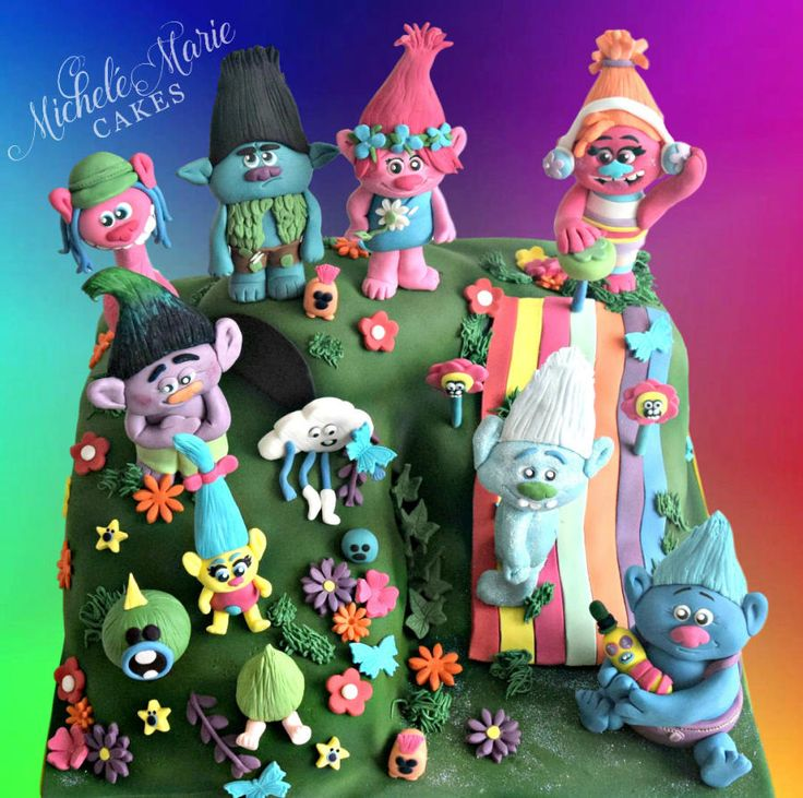 Had lots of fun making this for The Cake & Bake Show… although it isn't 100% how I wanted it to look but nevermind eh. I really loved the film Trolls, I took my nephew to see it the last week of October and all I kept thinking of during the...