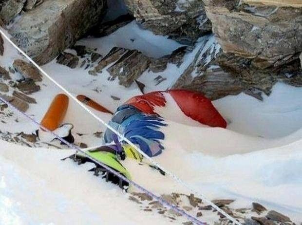 Everest Dağı'nda 200'den fazla dağcı cesedi bulunmakta.