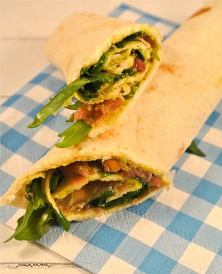 Wraps met parmaham, zongedroogde tomaatjes, pesto en rucola | Flairathome.nl
