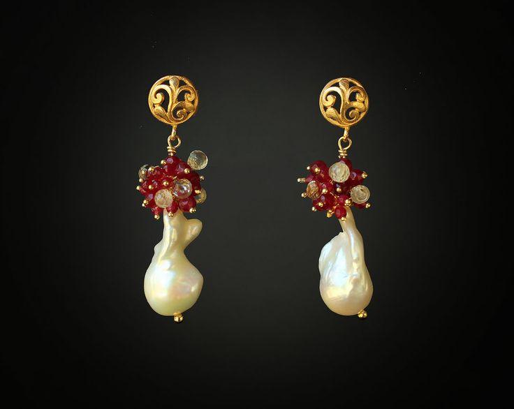 Large White Baroque Keshi Pearls with Garnet and Lemon Quartz. Gold Vermeil components. 🛍 Shop link at the main page 🌸 Большой белый барочный жемчуг Кеши с Гранатом и Лимонным Кварцем. Компоненты золота Vermeil. 🛍 Ссылка на магазин в шапке аккаунта . . . #handmade #handmadejewelry #jewelry #gemstone #necklace #earrings #etsy #etsyshop #accessories #instajewelry #stylish #fashion #fashionable #jewelrydesigner #bijoux #jewelrydesign #jewelrygram #etsyseller #luxury #gems #gemstones…