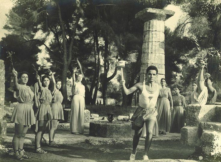 Διονύσης Παπαθανασόπουλος. Ο πρώτος Λαμπαδηδρόμος στους Ολυμπιακούς Αγώνες του 1956 της Αυστραλίας. Γεννήθηκε στην Ελασσόνα.