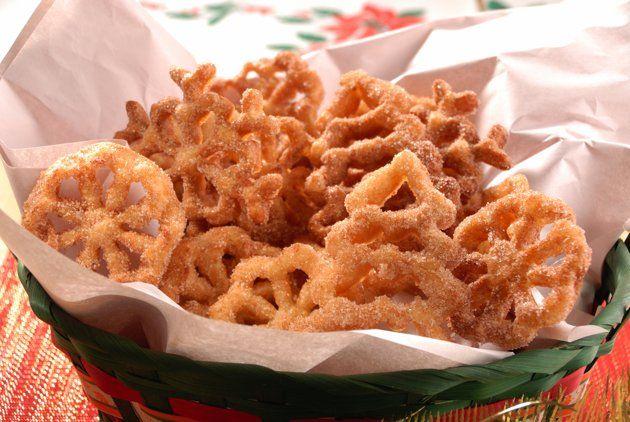 Existen diferentes tipos de buñuelos, esta receta que te presentamos es de buñuelos de molde, muy fáciles de hacer, no son costosos y te los recomiendo para tus regalos navideños. Que mejor regalo …