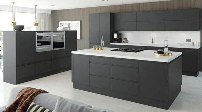 coin cuisine spacieux, cuisine gris anthracite équipée, plan de travail blanc, décor sobre et austère