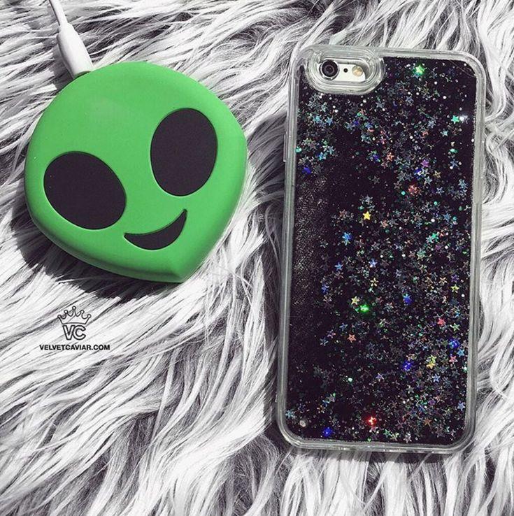 2000 mAh Portable Power Bank Phone Charger - Green Alien Emoji