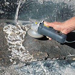 Nettoyer un toit terrasse avant de le traiter contre les fuites