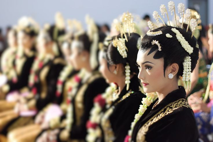 Javanese girl with traditional outfit