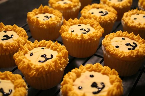 lion cupcakes (Daniel in the lion's den)