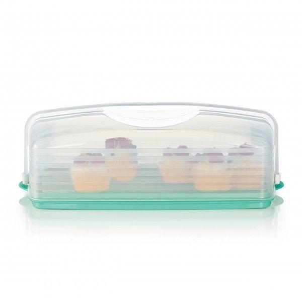 Cloche à gâteau rectangulaire:          Utilisez un côté de la base pour conserver un gâteau à un ou à deux étages de 9 x 13po/23 x 33cm. Vous pouvez aussi retourner la partie inférieure pour transporter jusqu'à 18petits gâteaux de façon sécuritaire. D'une façon ou d'une autre, grâce au couvercle protecteur solide, vos créations culinaires seront toujours aussi parfaites que lorsqu'elles ont quitté votre cuisine. Les poignées intégrées à la base permettent un transport stable après avoir…