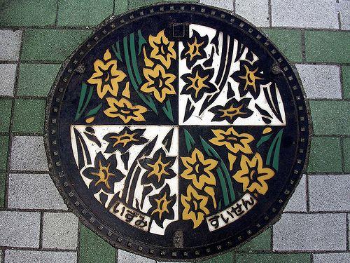 Manhole covers マンホール