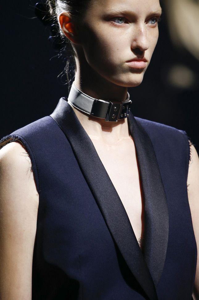 Привет из 90-х: ожерелье-ошейник вновь на пике популярности | Мода | Тенденции | VOGUE
