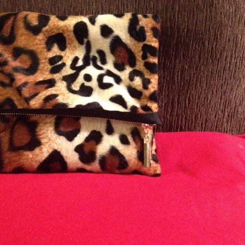 Read all about this clutch on my blog :)  Happy Sewing!