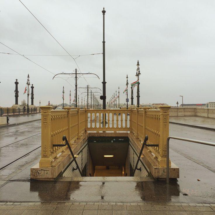 budapest, margit híd budai hídfő