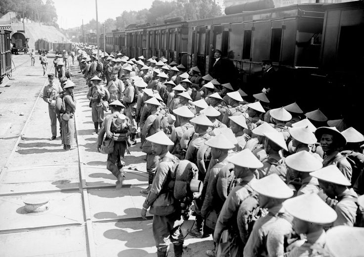 World War I in Photos: Annamese (colonial troops from French Indochina) disembarking at Camp Saint-Raphael. Over the course of the war, nearly 100,000 Indochinese were deployed in Europe, most as laborers, but several thousand also served in combat battalions. (Bibliotheque nationale de France)