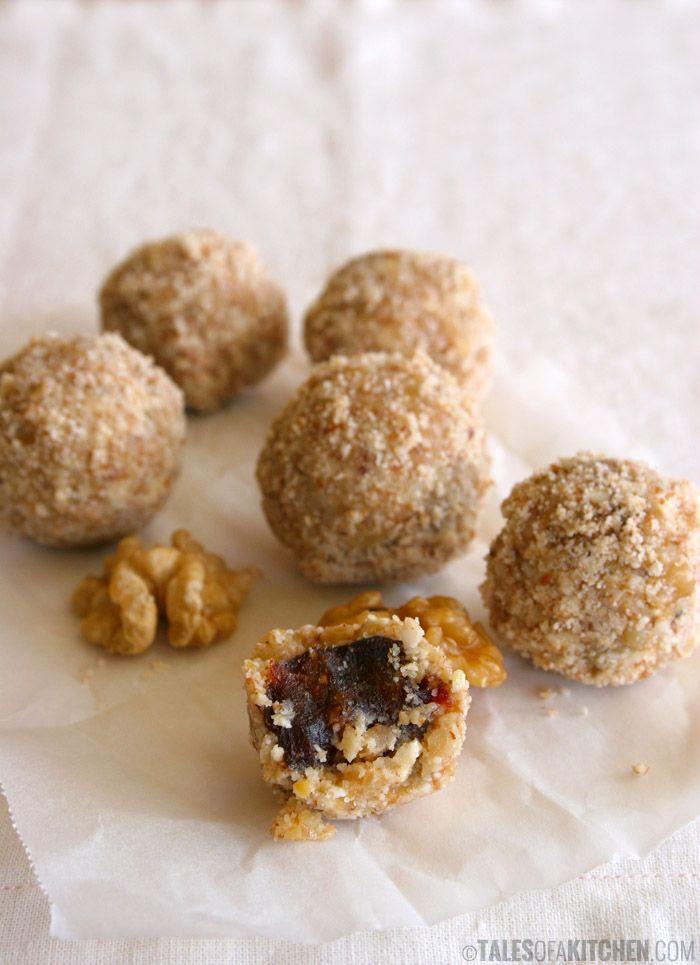 Walnut truffles with sticky dates filling. Pure sticky heaven! {raw & vegan}