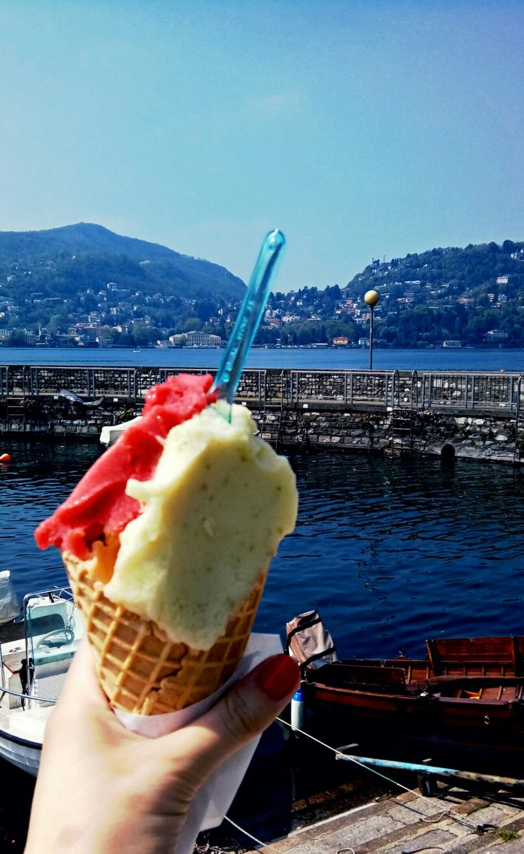 Lago di Como. Gellato.  Refreshing. Italy.