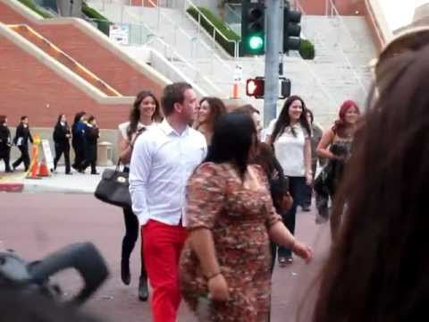 """Jay Tomlinson, Eleanor Calder & Danielle Peazer leaving the Kids Choice Awards. you can hear Danielle talk! (""""Sorry, I have to run"""") but it sounds like she has an American accent in those few seconds haha"""