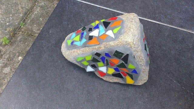 Glas mosaik på sten lavet af min barnebarn