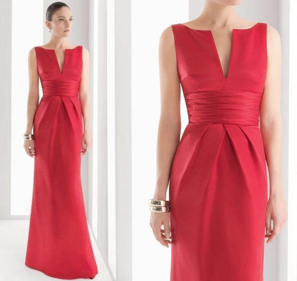 Rosa Clará est une marque espagnole de robes de mariée et de robes de soirée. Ses modèles sont très élégants et facilement reconnaissables et peuvent être une source d'inspiration. Ainsi, cette robe de soirée, qui date de la collection 2012, présente de jolis plis à la taille, une encolure en V et une ceinture large plissée et est relativement sobre. La jupe a une forme tulipe très discrète.