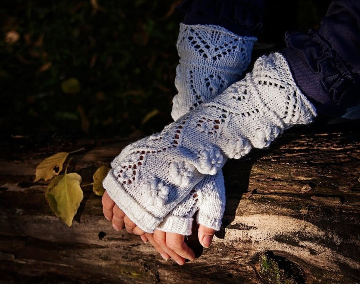 Length: approx 28cm  Size: One size fits all   Material: 100% wool   Colour: Creamy white     Fingerless gloves are hand knitted from soft wool yarn a