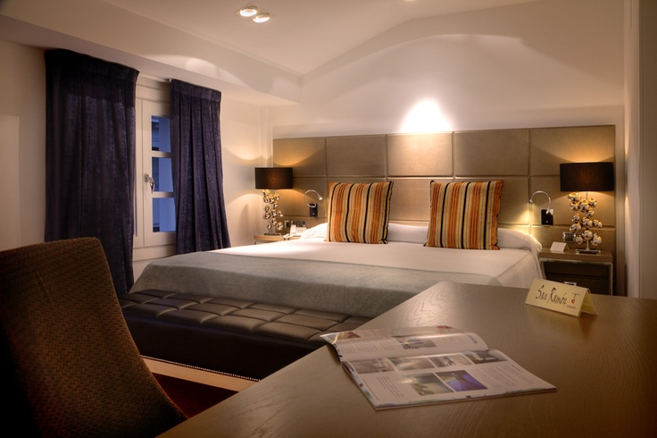 El Hotel San Ramón del Somontano dispone de 6 habitaciones Doble Superior de mayor tamaño dotadas entre otros extras con cama King Size y Bañera de Hidromasaje.