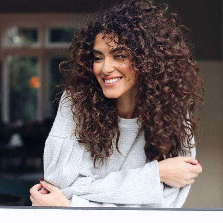 "87.5 tisuća oznaka ""sviđa mi se"", 566 komentara – Sarah Angius (@sarahangius) na Instagramu: ""HI guys! Super exciting news I'm heading to Dubai, to do my first LIVE hair tutorial of 2017 at…"""