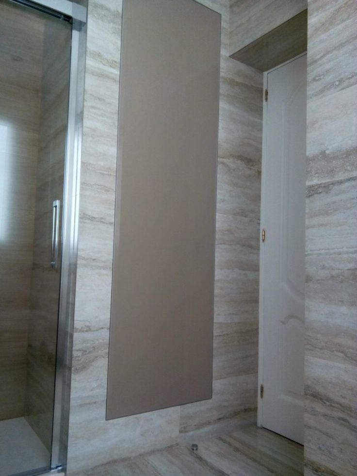 Armario de baño en color visón, combinación perfecta de colores tierra..