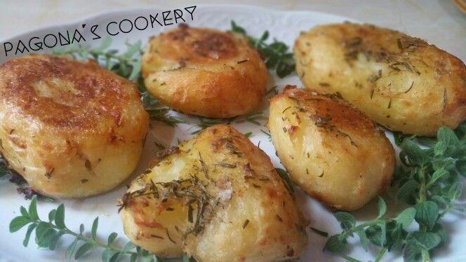 Πατάτες: Τραγανές  εξωτερικά και πολύ πολύ μαλακές εσωτερικά. Δείτε πώς http://pagonascookery.blogspot.gr/2016/01/blog-post_9.html