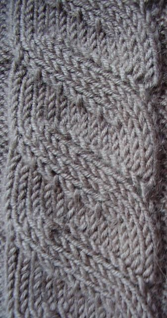 Free Knitting Pattern - Scarves: Illusions Cable Scarf
