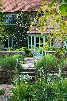 SANDHILL FARM HOUSE, HAMPSHIRE - DESIGNER ROSEMARY ALEXANDER : THE SHADY FONT GARDEN WITH VIEW TO THE FRONT DOOR OF THE HOUSE