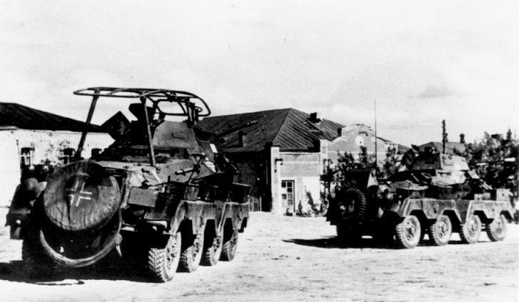 Schwere panzerspähwagen (fu) SdKfz 232 and SdKfz 231 (8-rad