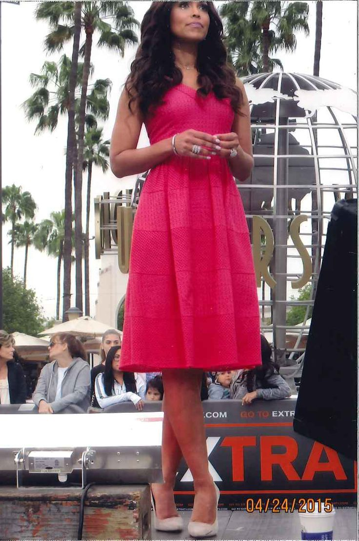 Tracey Edmonds in Donna Morgan on the set of Extra! TV! // Donna Morgan dress // Spring and summer fashion