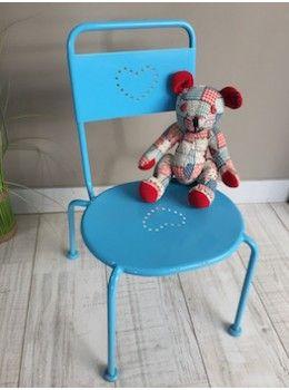 Précédent      Petite chaise bleue     Petite chaise bleue     Petite chaise bleue     Petite chaise bleue     Petite chaise bleue   Suivant  Cette adorable petite chaise bleue égaiera la chambre des enfants . Elle est entièrement métallique, avec quelques traces d'usage, très stable et son assise est large et confortable. L. 34cm   l. 27 cm   H. assise 29 cm
