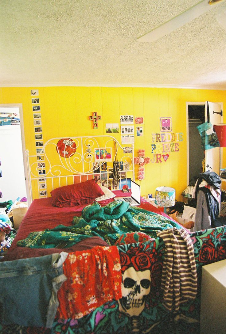 This has been my bedroom since I was 15. Im 19 now. I live in PA and am into everything, the Grateful Dead, Freddie Prinze JR., Dali, seriously everything. I decorate when Im avoiding homework.—Katyam