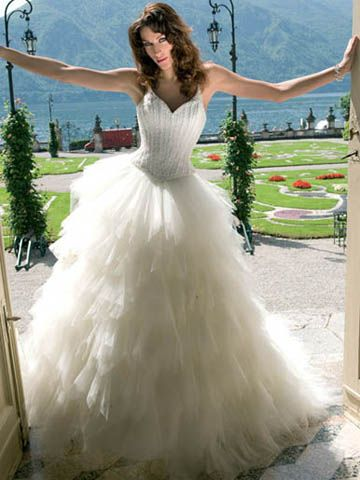 i want the skirt of my wedding dress to be like this one.