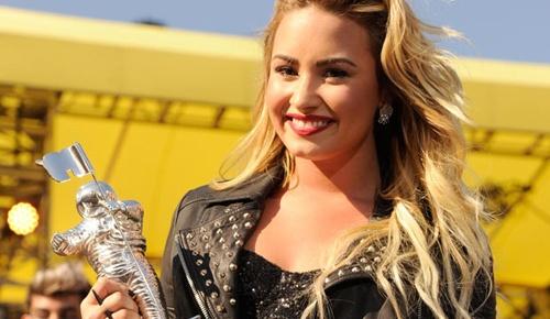 MTV Video Music Awards 2012 full winners list http://www.glamourvanity.com/hot-celebrity-news/mtv-video-music-awards-2012/